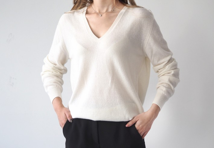 main v-neck knit